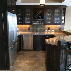 Modern Kitchen by CJ's Creations