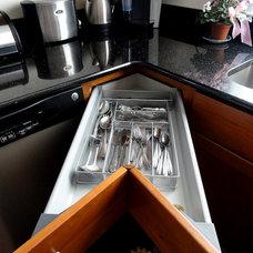 Modern Kitchen by Kitchen Art of New England LLC