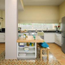 Modern Kitchen by Moshi Gitelis - Photographer