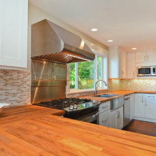 Traditional Kitchen by Leah Applewhite, Broker/Realtor®
