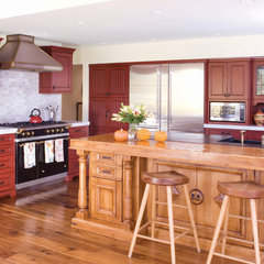 traditional kitchen by O Interior Design