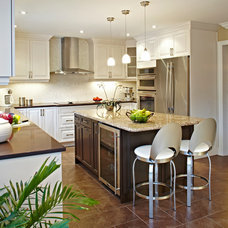 Traditional Kitchen by PAULINA'S INTERIOR DESIGN