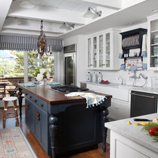 Beach Style Kitchen by Harpole Archtects PC