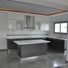 Modern Kitchen by Inner Plan Design Studio Ltd