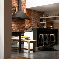 Contemporary Kitchen by PuurFlow