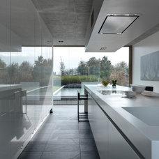 Contemporary Kitchen by LeichtUSA