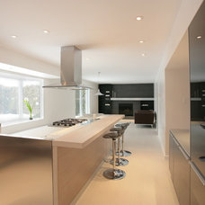 Modern Kitchen by Clear