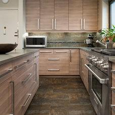 Modern Kitchen by Space 3 Interiors