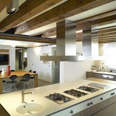 Modern Kitchen by Tollot&C LLC.