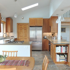 Traditional Kitchen by Maplestone Construction