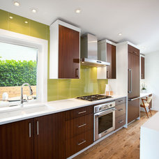 Midcentury Kitchen by Sarah Gallop Design Inc.