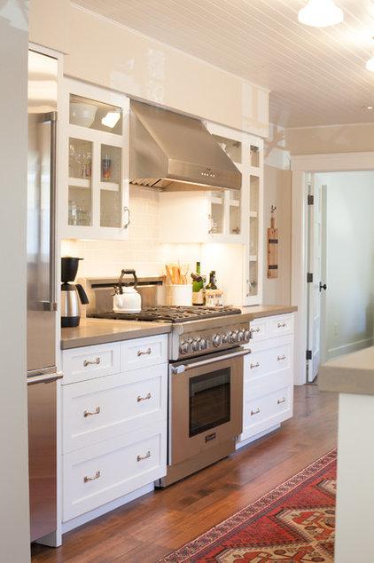 Traditional Kitchen by Lauren Brandwein
