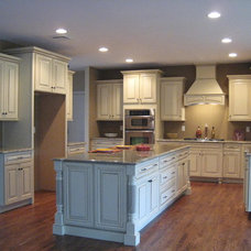 Traditional  by Tuscan Sun Kitchens