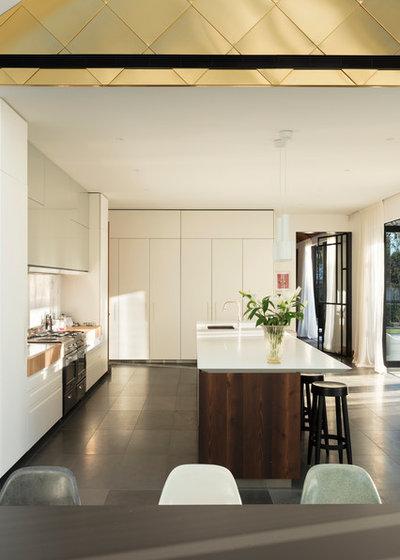 Kitchen by PRau - Phil Redmond Architecture & Urbanism