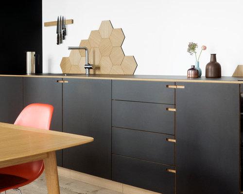 k chen mit r ckwand aus mosaikfliesen und laminat arbeitsplatte ideen design bilder houzz. Black Bedroom Furniture Sets. Home Design Ideas