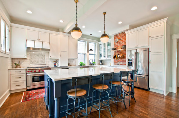 Kitchen Combo to Try: Neutral Cabinets, Different-Colored Island