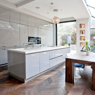 Inspiration for a modern kitchen remodel in Surrey
