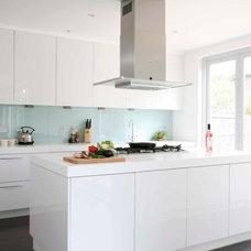 Modern Kitchen by Morph Interior Ltd