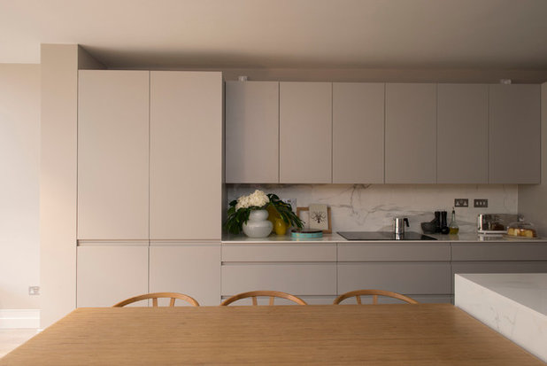 Contemporary Kitchen by colacoandgraham