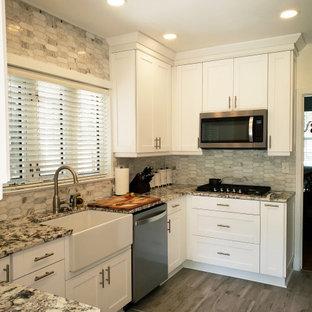 リッチモンドの中サイズのモダンスタイルのおしゃれなキッチン (エプロンフロントシンク、シェーカースタイル扉のキャビネット、白いキャビネット、御影石カウンター、白いキッチンパネル、大理石の床、シルバーの調理設備の、セラミックタイルの床、グレーの床、マルチカラーのキッチンカウンター、アイランドなし) の写真