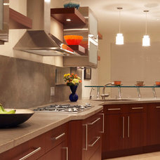 Modern Kitchen by Park Avenue Designs, Inc.