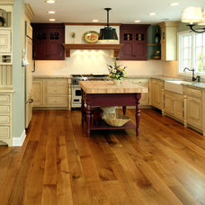Farmhouse Kitchen by Allegheny Mountain Hardwood Flooring