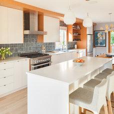 Midcentury Kitchen by Terris Lightfoot Contracting Ltd.