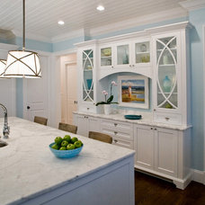 Beach Style Kitchen by River City Custom Cabinetry