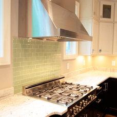 Modern Kitchen by Tab Premium Built Homes
