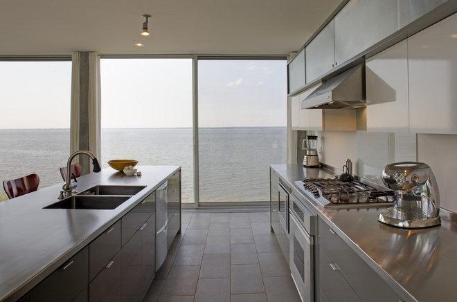 Modern Kitchen by Ziger/Snead Architects
