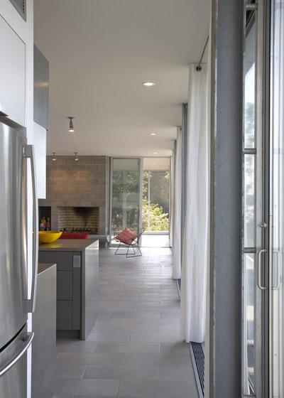 Modern Kitchen by Ziger|Snead Architects