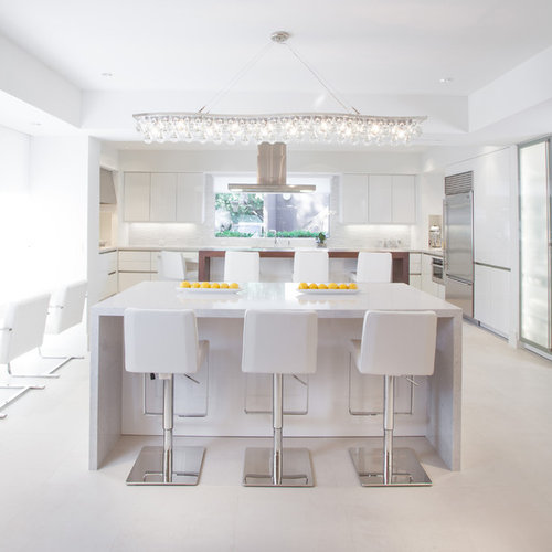 Example Of A Huge Trendy U Shaped Eat In Kitchen Design In Houston With