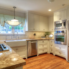 Traditional Kitchen by Gunn Construction & Building Co.