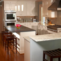 modern kitchen by Cabinets & Designs
