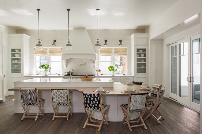 Beach Style Kitchen by Herlong & Associates Architects + Interiors