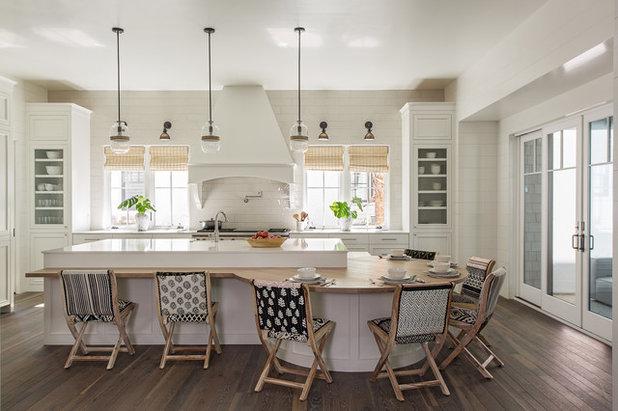 Beach Style Kitchen by Herlong Architects