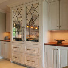 Traditional Kitchen by jka architect