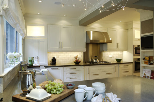 Traditional Kitchen by Gillian Gillies Interiors (GGI)