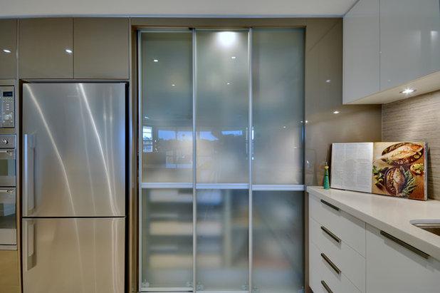 コンテンポラリー キッチン by Kim Duffin for Sublime Luxury Kitchens & Bathrooms