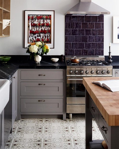 Transitional Kitchen by red.