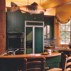Traditional Kitchen by RJR HOLMES INC