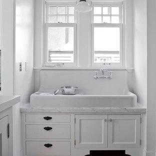 Imagen de cocina clásica con fregadero sobremueble, armarios con paneles empotrados y puertas de armario blancas