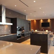 Modern Kitchen by Robert Bailey Interiors