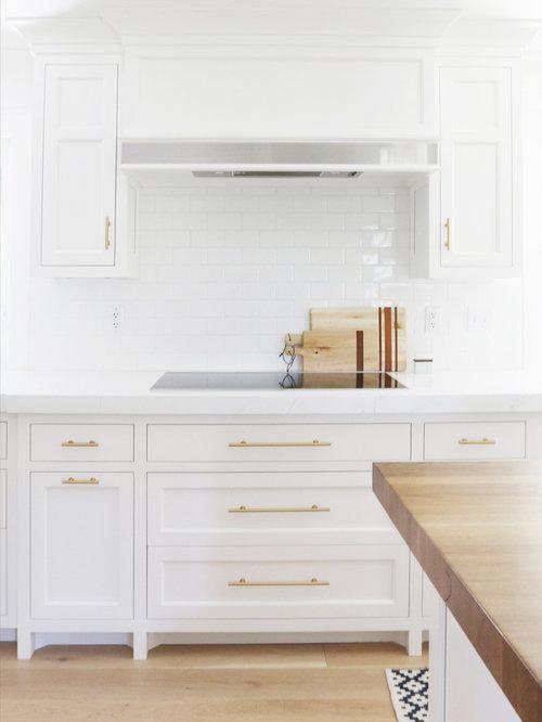 k chen mit marmor arbeitsplatte und vorratsschrank ideen. Black Bedroom Furniture Sets. Home Design Ideas