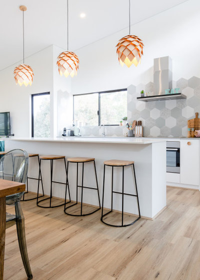 Contemporary Kitchen by IQ Construction