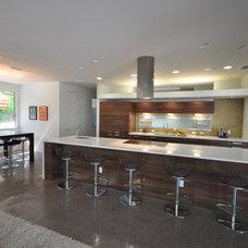 Modern Kitchen by Urbanspace Interiors