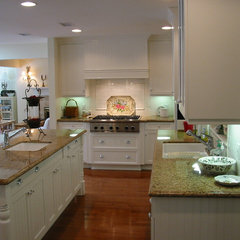 traditional kitchen by Barbara Stock
