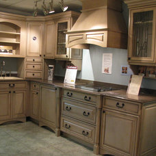 Traditional Kitchen by Sandra Howie