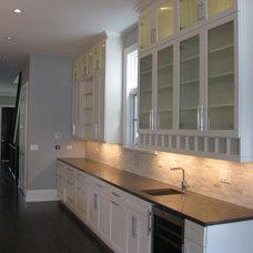 Modern Kitchen by Follyn Builders & Developers