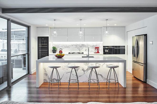Contemporary Kitchen by Quattro Architecture